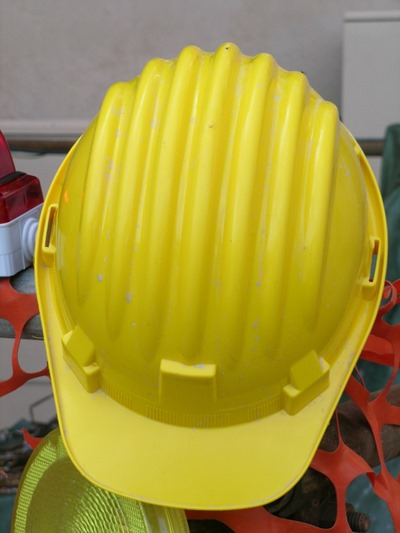 construction-helmet-337454_1280