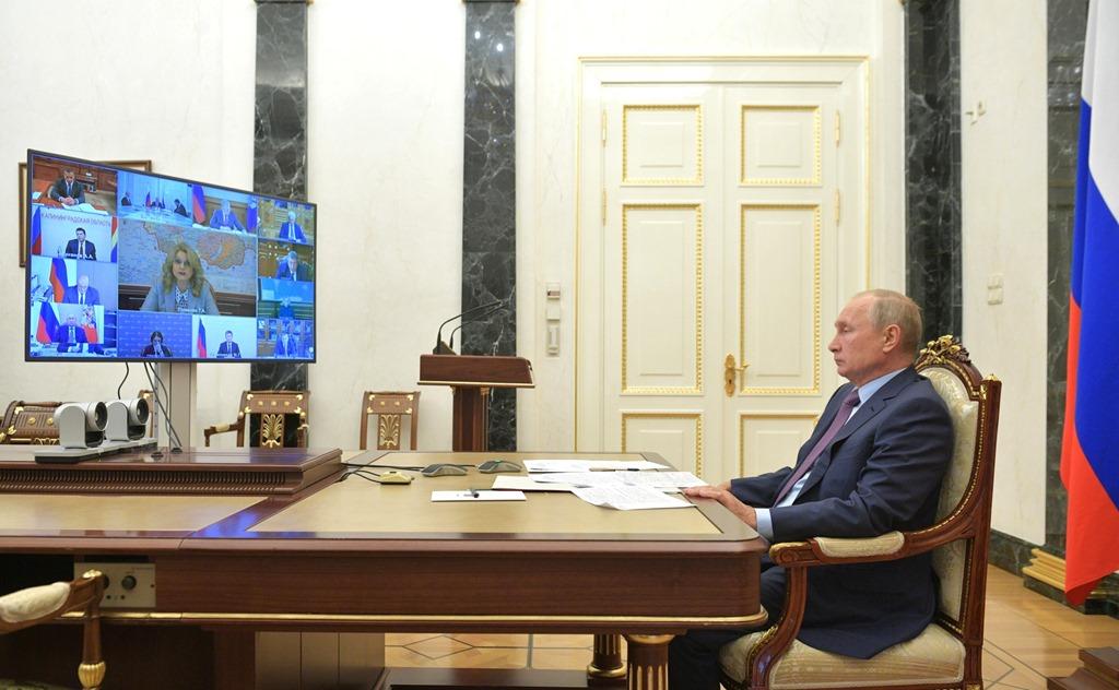Путин велел насытить российский рынок вакцинами от Covid-19 в первую очередь