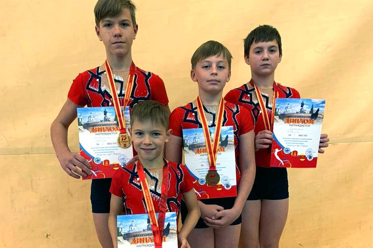 Акробаты из Калининграда завоевали шесть медалей всероссийских соревнований