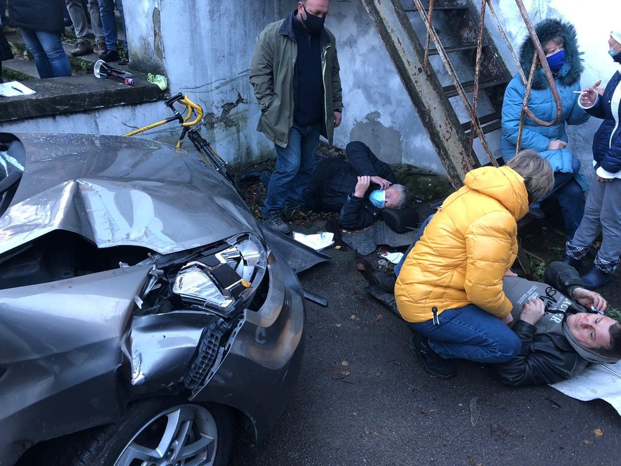 79-летний водитель перепутал педали и наехал на пешеходов. Пострадало 8 человек (видео)