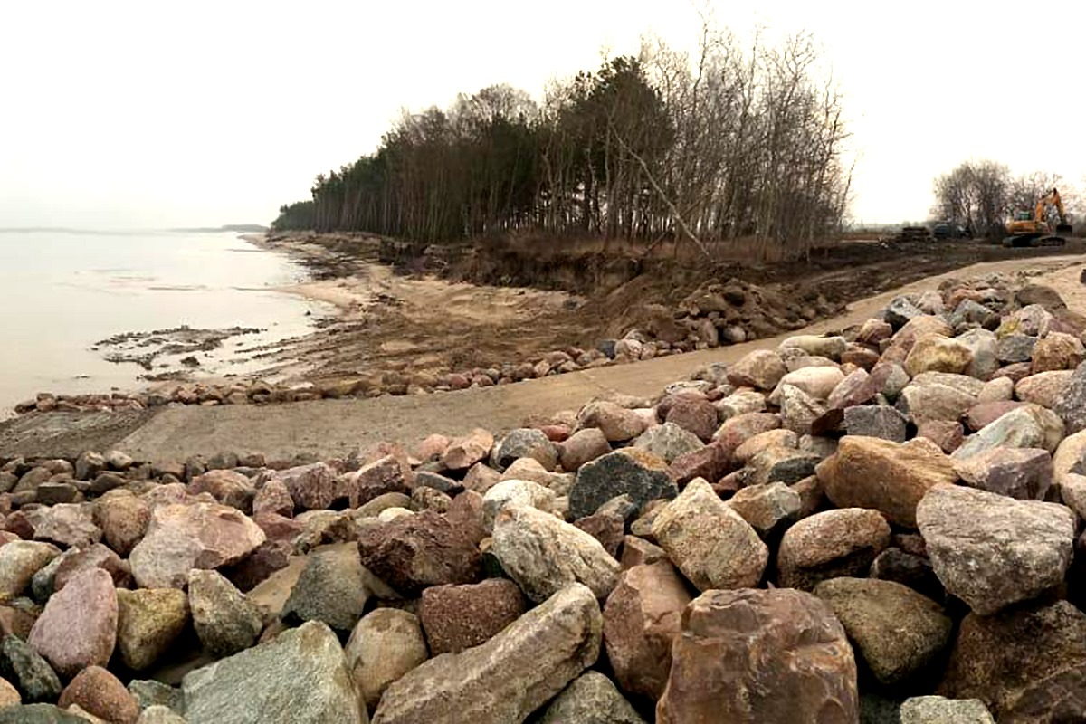 В Куликово обустроили безопасный и удобный спуск к морю для рыбаков
