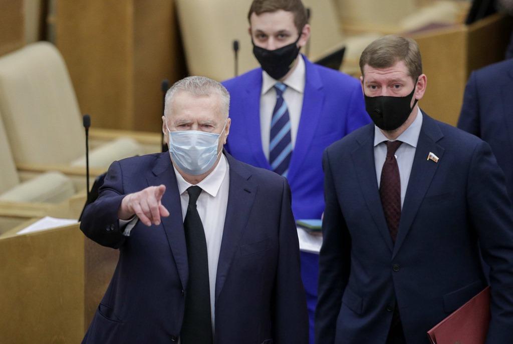 Жириновский предложил отправить Навального «туда, где птицы на лету замерзают»