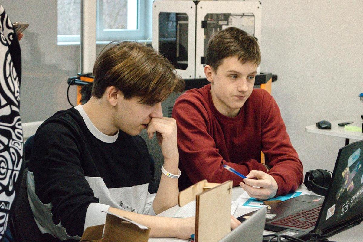 В Калининградской области возобновляются очные занятия в колледжах и вузах