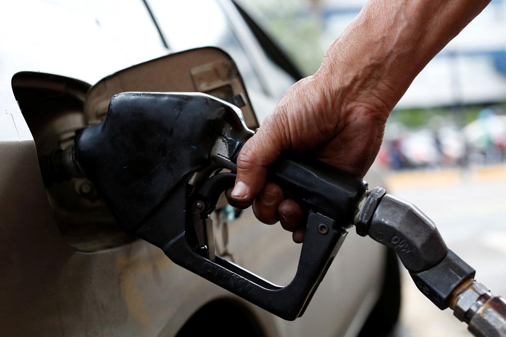 Бензин в Калининграде подбирается к 50 рублям за литр