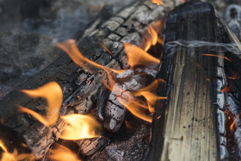 campfire-2310385_1280