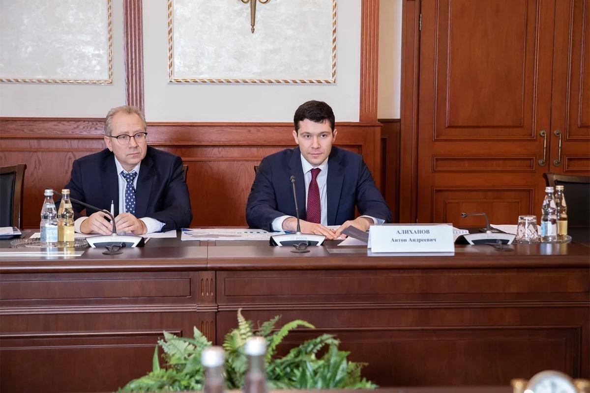 Алиханов рассказал министру транспорта РФ о кратном росте перевозок из Китая и расширении географии перелетов