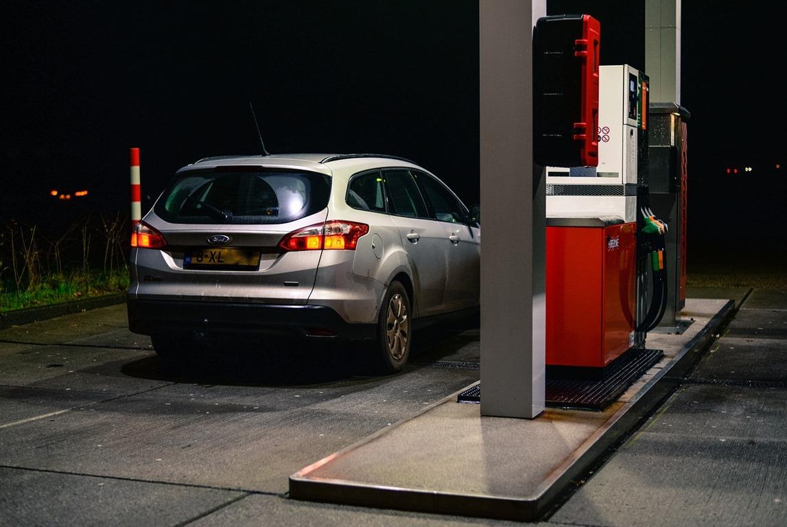 petrol-2954372_1280
