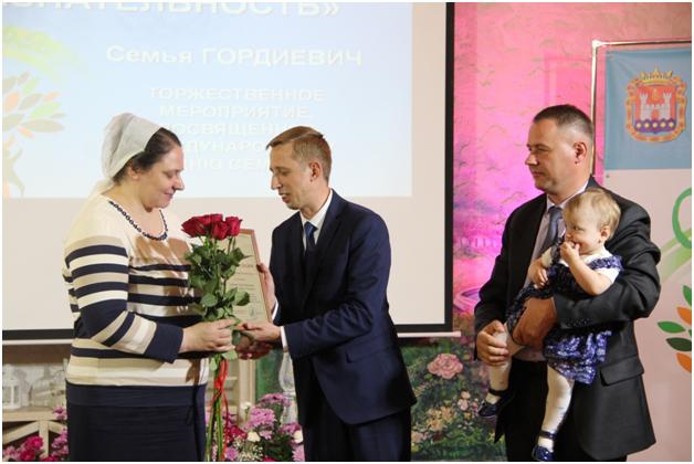 Многодетные семьи отмечены премиями «Признательность»