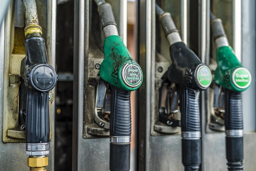 petrol-stations-3226494_1920