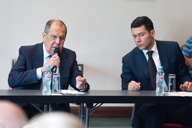 Сергей Лавров и Антон Алиханов. Фото: пресс-служба правительства Калининградской области