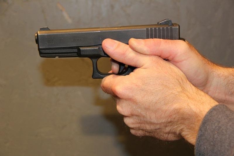 gunpoint-308107_1920