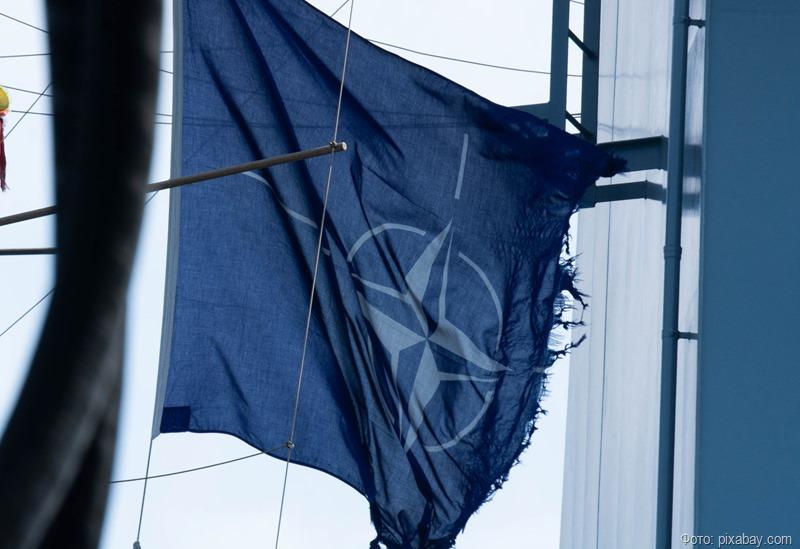 НАТО вышлет восемь российских дипломатов